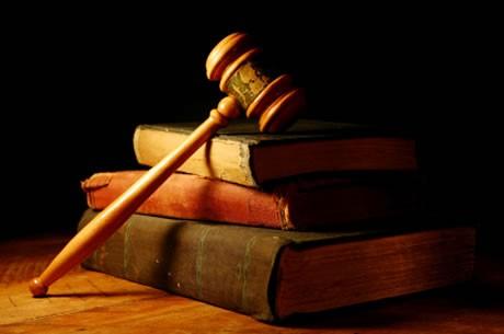 بين الحكم الإلهي والقانون المدني