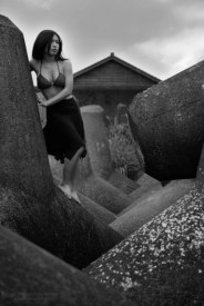 Ruri by the sea-wall, Mimitsu