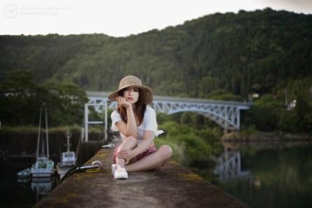 Ruri on the harbour wall, Mimitsu