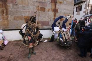 Información, descripción y fotografías del Carnaval de Ituren y Zubieta, así como sus personajes, Joaldunak, Hartza y demás, por Al Filo de lo Improbable.