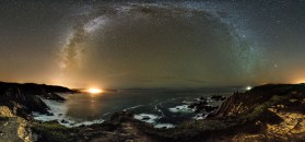Galician cliffs and Milky Way