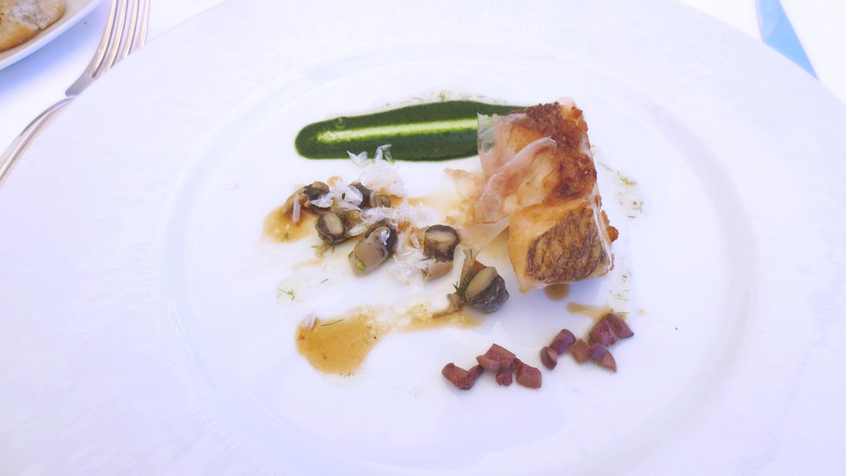 Ricciola in porchetta murici e zuppa di finocchietto selvatico