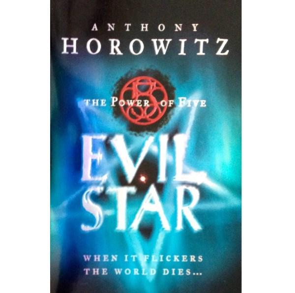 Le Pouvoir des Cinq, Tome 2 : Evil Star