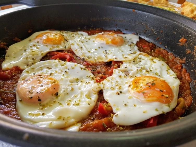 Huevos rancheros con tortitas