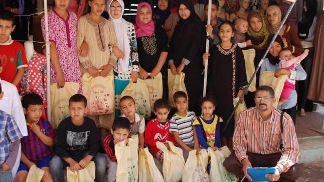 صور خاصة بالأيتام الذين توصلوا بكسوة العيد