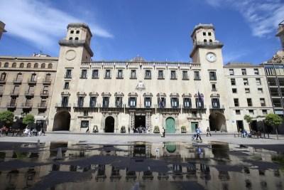 Fachada Principal del Ayuntamiento/ Main façade of the City council