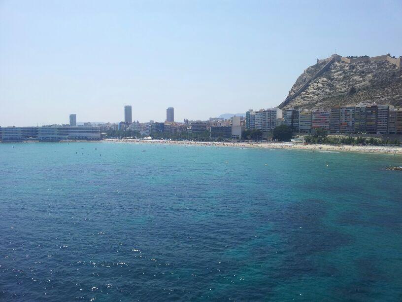 Un vuelo sobre el mar de Alicante en parasailing