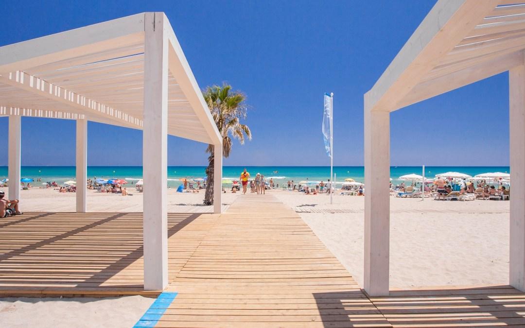 Las instalaciones de las playas accesibles de Alicante superan las 9.000 asistencias, obteniendo una inmejorable acogida entre usuarios y familiares.