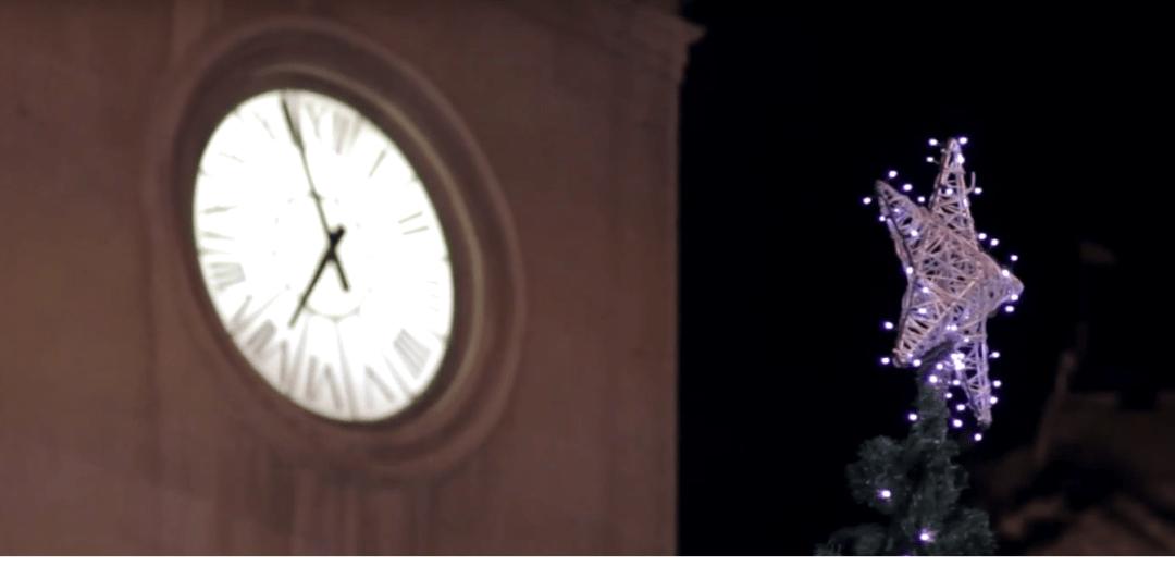 El Ayuntamiento estrena una macroproyección en 3D y 4K sobre su fachada con la historia alicantina de Santa Claus