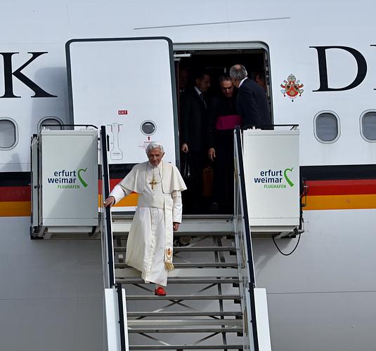Papstbesuch in Erfurt - Benedikt XVI. am Flughafen Erfurt-Weimar