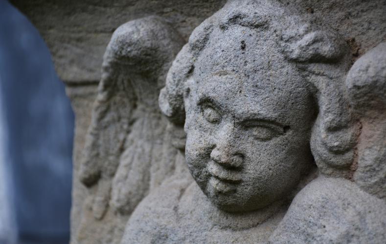 Kloster Veßra - Detail eines Grabsteins