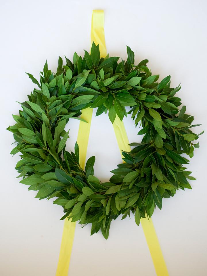 Handmade holiday wreath DIY tutorial