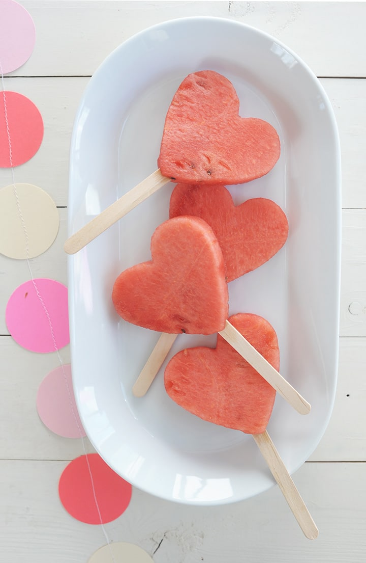 An easy and healthy Valentine\'s breakfast for kids.