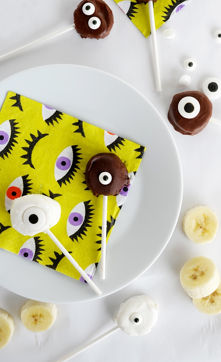 A simple and healthy Halloween treat – Frozen Monster Banana Bites recipe.