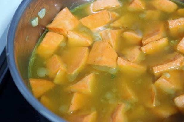 Velout de patates douces au lait de coco et curry alice - Quand recolter les patates douces ...