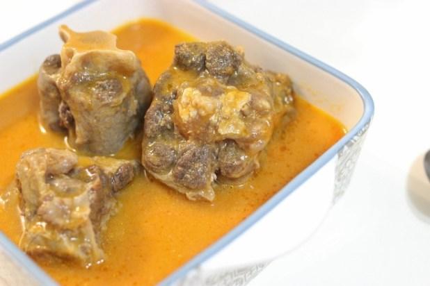 Queue de Boeuf Sauce aux amandes-de mangue sauvage ndoo