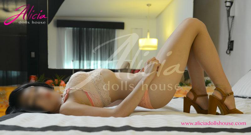 Lucia Escort en Monterrey posando sensualmente