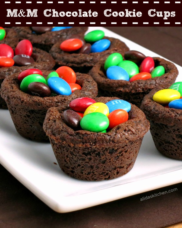 M&M Chocolate Cookie Cups | alidaskitchen.com | #bakingideas