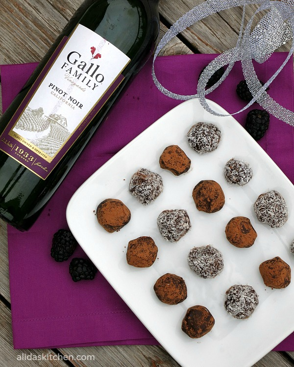 Pinot Noir Dark Chocolate Truffles | easy to make dark chocolate truffles infused with Pinot Noir wine #SundaySupper