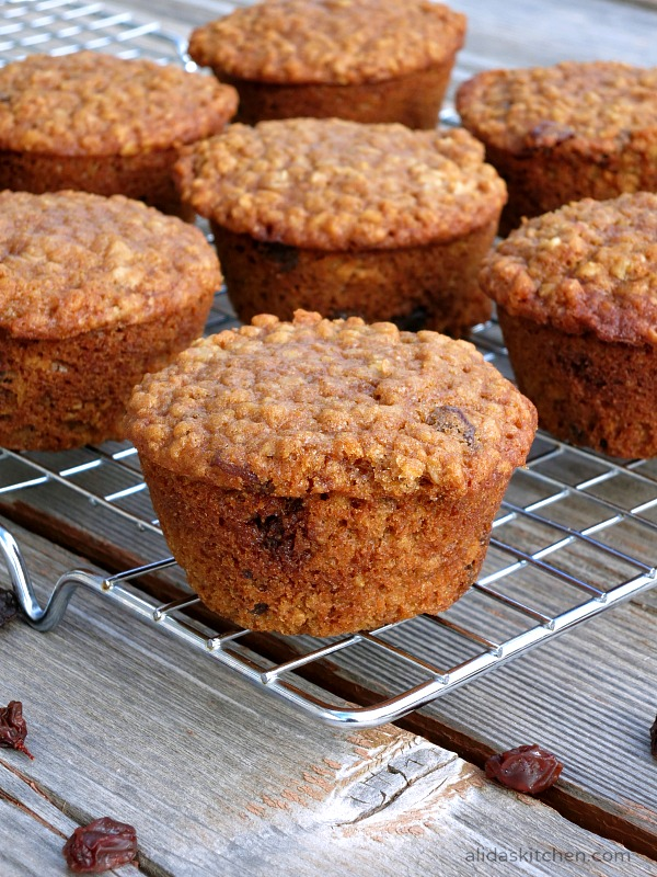 Oatmeal Raisin Muffins | alidaskitchen.com #recipes