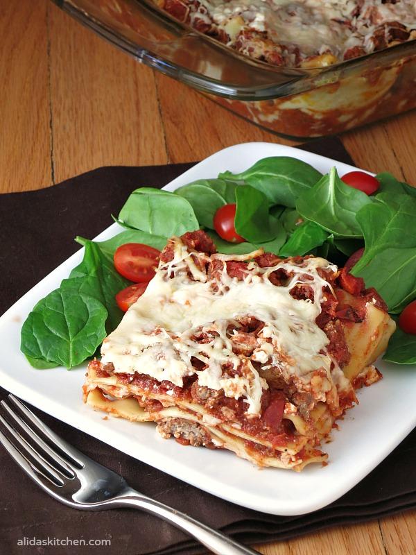 Mom's Lasagna | an easy recipe for a classic beef lasagna | alidaskitchen.com #recipes #SundaySupper