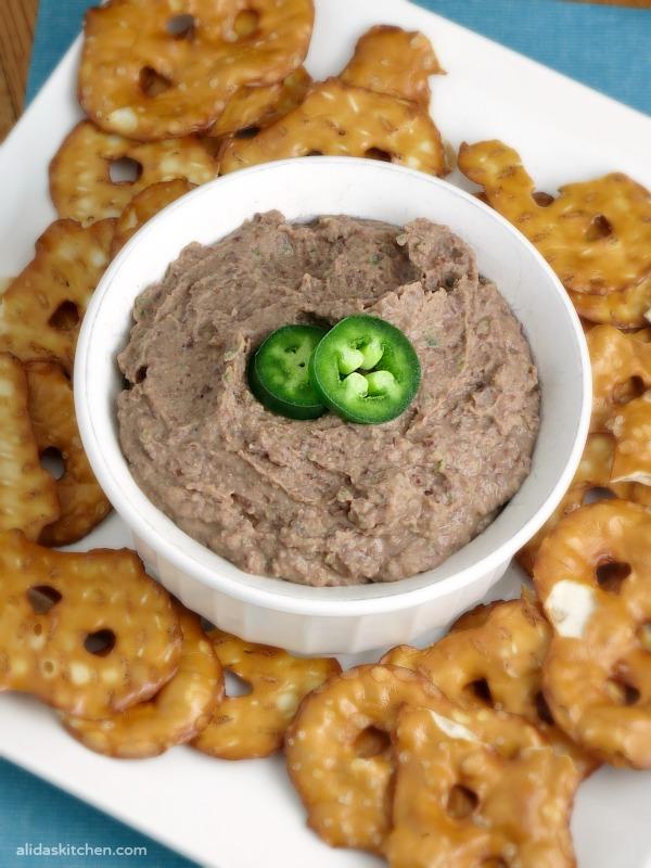 Black Bean Jalapeno Hummus | alidaskitchen.com
