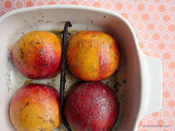 Vanilla Bean Roasted Peaches | alidaskitchen.com