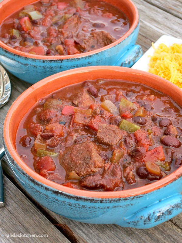 An easy recipe for a healthy Slow Cooker Beef Black Bean Chili that takes minutes to prepare {gluten free} | alidaskitchen.com