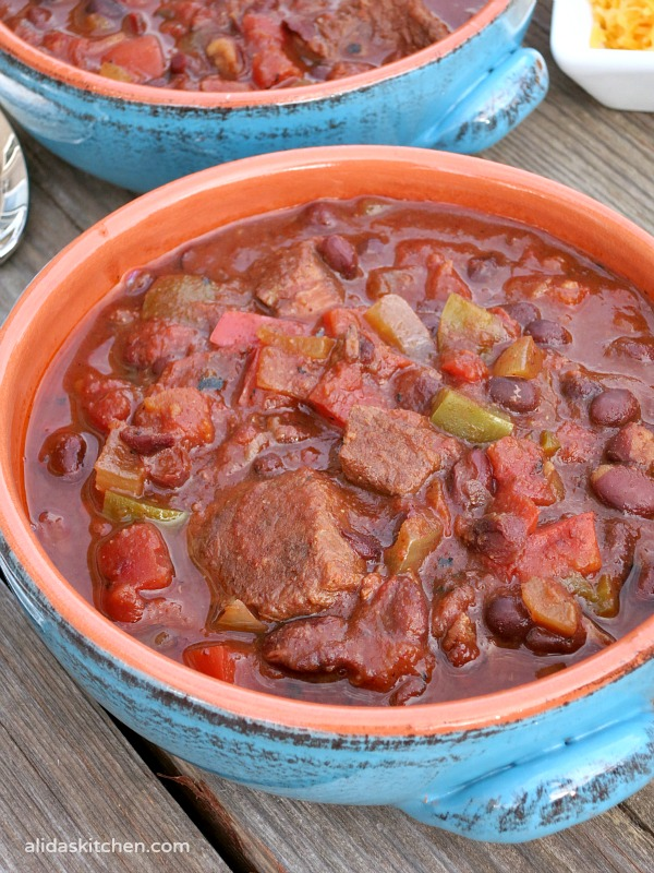 An easy recipe for a healthy Slow Cooker Beef Black Bean Chili that takes minutes to prepare {gluten free}   alidaskitchen.com