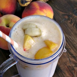 Peach Banana Smoothie | alidaskitchen.com #shop