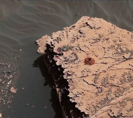 NASA curiosity rover digging hole on Mars