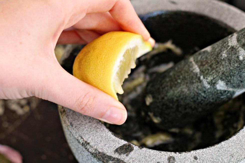 lemon cooks raw garlic