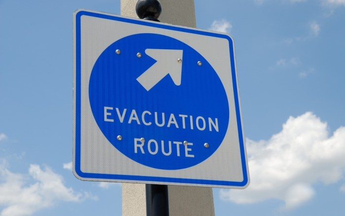 evacuation-sign-1738375_960_720a