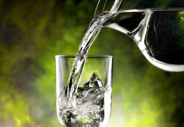 jarra de agua alcalina