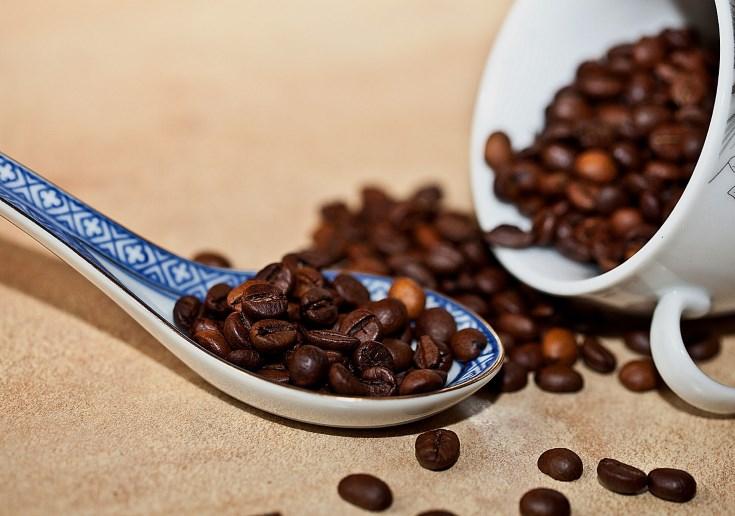 Exfoliante de café y aceite de almendras para el cuidado de la piel