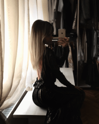 Livefeed: I can't wait to wear my @moja_ro evening dress #asap #goldendress #openback