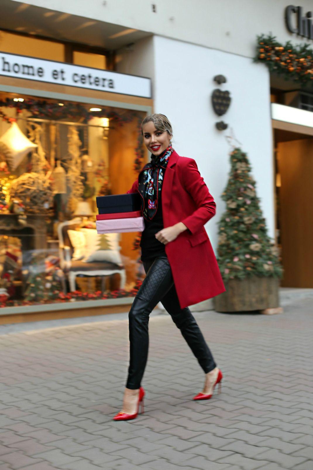 Looks: the red blazer
