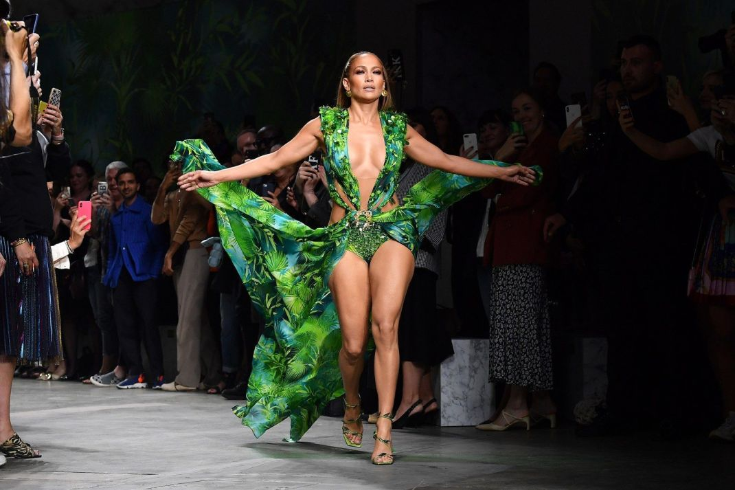 MFW: J.LO & Versace SS2020. It Went Viral