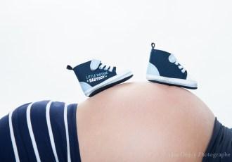 photo, chaussure, chausson, bébé, ventre rond, enceinte, 8 mois