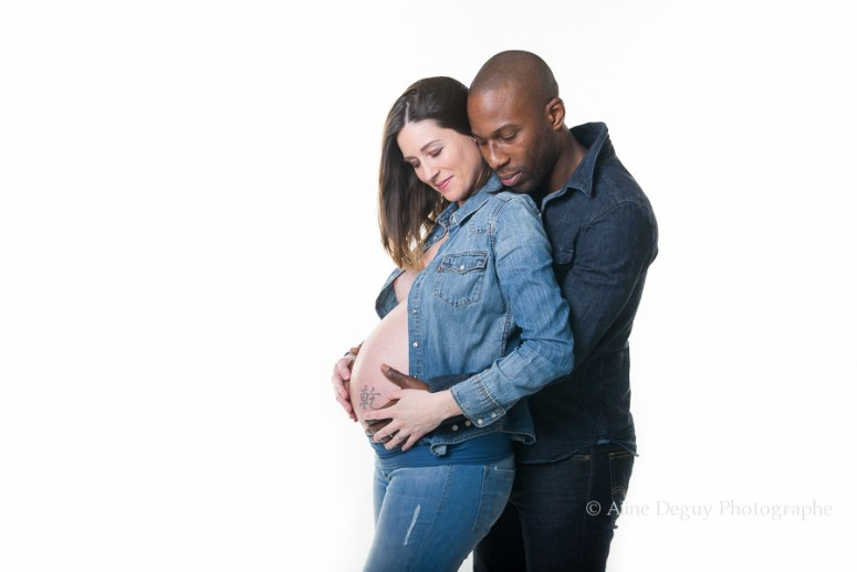 photographe, couple, studio, Aline Deguy, grossesse, femme enceinte
