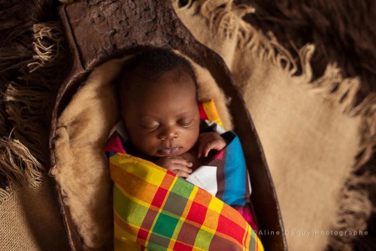 Photographe bébé métisse, nouveau-né africain, nouveau-né antillais, naissance, Aline Deguy