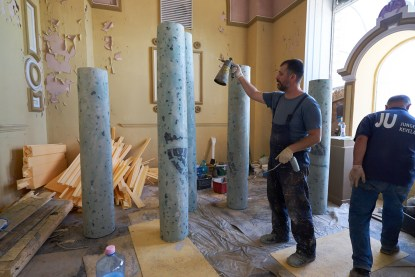 He painted more identical pillars to be used in different takes