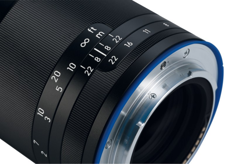 zeiss-loxia-85mm-f2.4-focus-ring-aperture