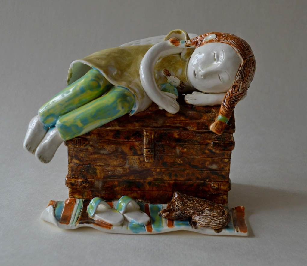 figurative-ceramics - 8.sleeping-girl-on-the-chestfaienceglazesh-15
