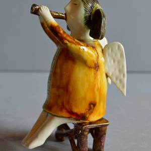 figurative-ceramics - angel-with-horn-2