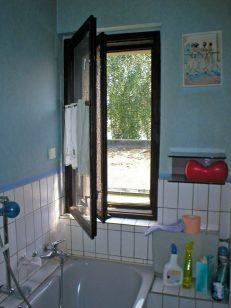 altes Badezimmerfenster
