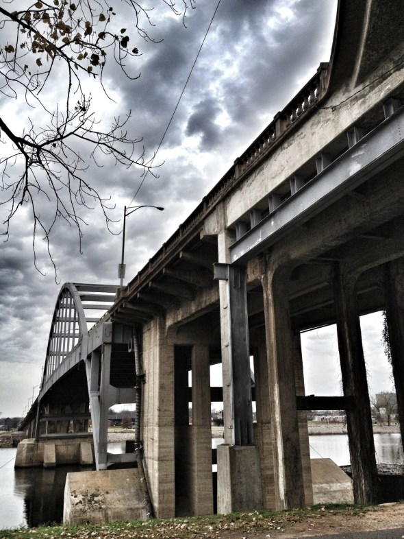 feeding the homeless, under the bridge, little rock, broadway bridge