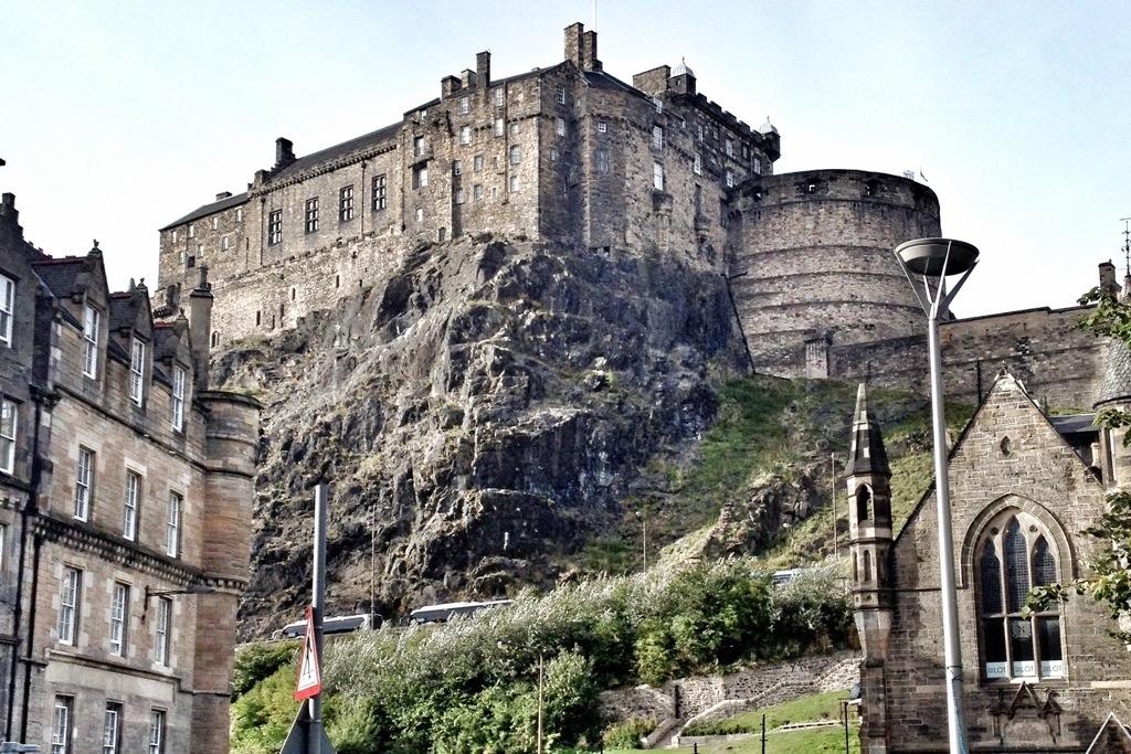 Hire Car To Travel Around Scotland From Edinburgh