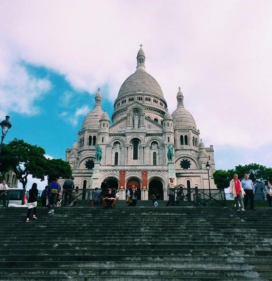 Montmartre, Sacre Coeur, Paris, Go with Oh Apartment