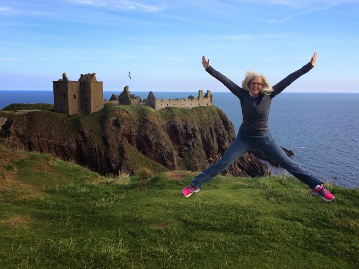 Visitors to Aberdeen, Stonehaven, Dunnattar Castle w Diane Sept 2014 (30)